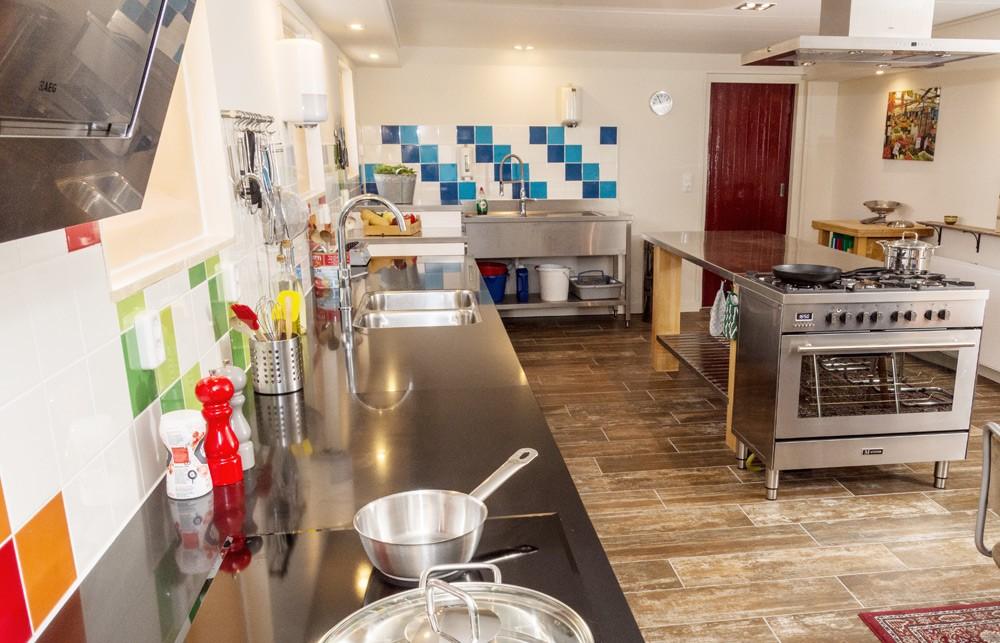 De professionele keuken van kookstudio luciaz' eeterij